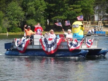 2016 boat parade_minions